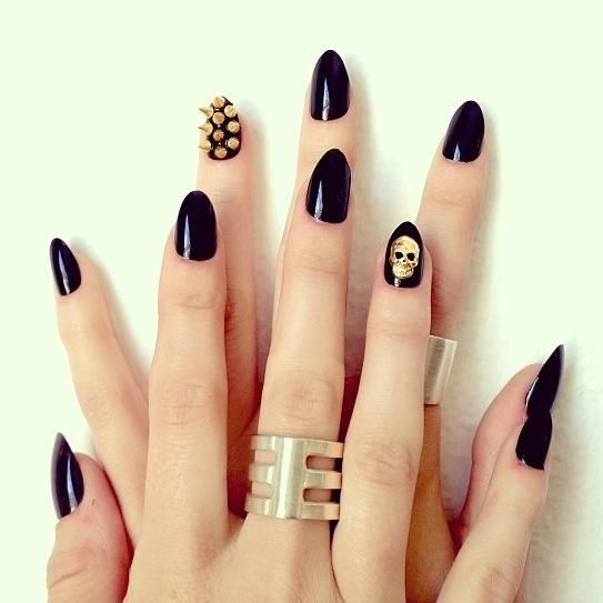 Love the different designs on the ring finger, instead of having the same thing.