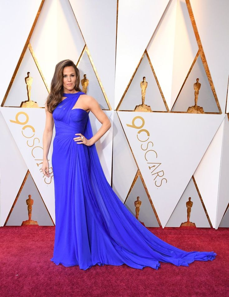 Jennifer Garner dressing in a stunning blue Atelier Versace gown for the 90th Annual Academy Awards.