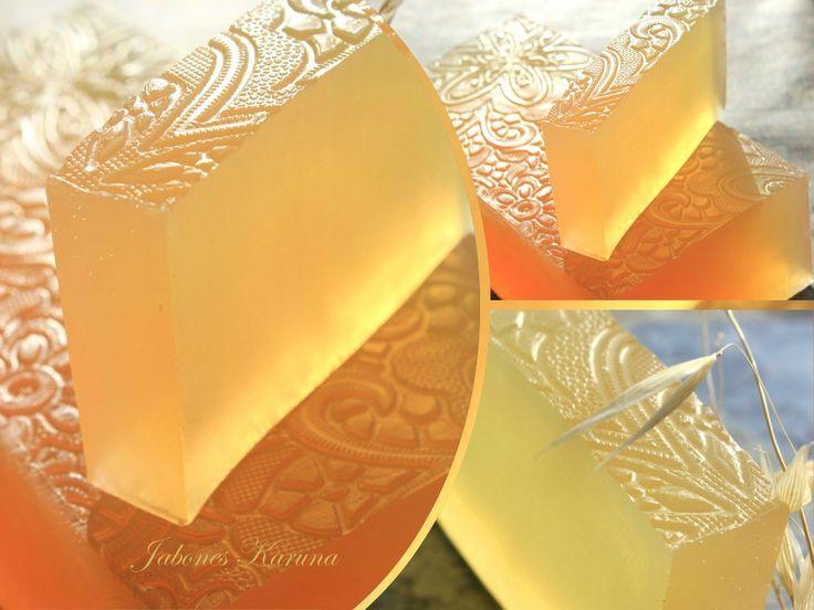 Jabón de glicerina natural con agua de rosas Natural glycerin soap with rose water