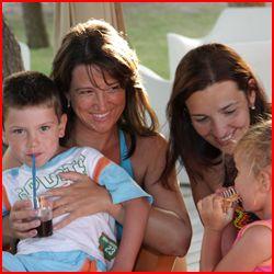 """#HOTELHAWAY Fino al 15/06, la vacanza è ancora più conveniente: la formula """"Verde"""" è al prezzo di quella """"Azzurra"""" e la formula """"Turchese"""" è al prezzo della """"Gialla"""". La camera singola è senza supplemento fino al 15/06 e dal 7/09. Per un soggiorno di almeno 14gg sconto5% Gratis 1 bimbo fino a12 anni in camera con i genitori fino al 22/06 e dopo il 23/08. Vacanza con Mamma o Papà. 1 bimbo fino a 12 anni con la mamma o il papà, sconto del 50% fino al 15/06 e dopo il 30/08."""