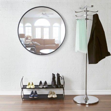 Grand miroir rond Hub 225,00 € Tout en contrastes avec le caoutchouc noir et la transparence du verre, découvrez le grand miroir rond Hub par Umbra. Diamètre 91 cm.