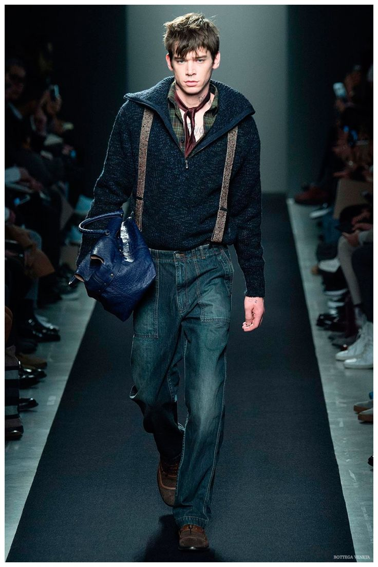 Championing everyday style for his latest collection for Bottega Veneta, creative director Tomas Maier pushed the boundaries of his artisan appeal to slacker proportions. The modern propensity for stylish sweatpants or joggers was executed with loose, slouchy trouser hybrids that were paired with corduroy jackets, graphic knits and a mix of tradition, seen in camel car coats and herringbone jackets. Combined with minimal scarves, grandpa-style cardigan ...