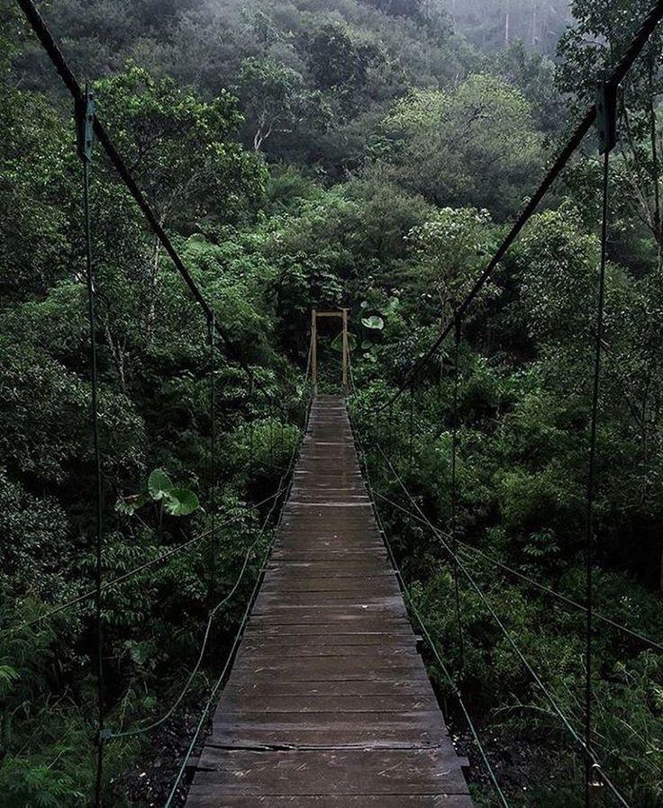 Hati-hati ya kalo mau lewat jembatan ini, hubungan aja bisa putus, apalagi jembatan! 😆😆 . Photo By: @adhityaaa13 . #infobdg #infobdgcom #ilovebdg #inimahbdg