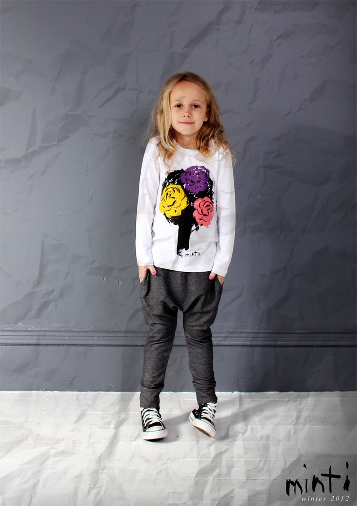 FLOWERTREETEE-WHITE AND BLACKMARLE CHILLPANTS