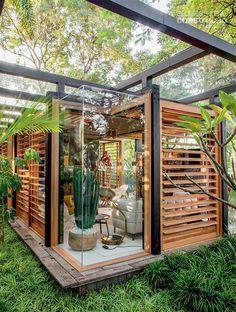 projet de l'architecte brésilien David Bastos, appelé Casa Grove, est une maison de 74m² élevée à 35cm au dessus du sol