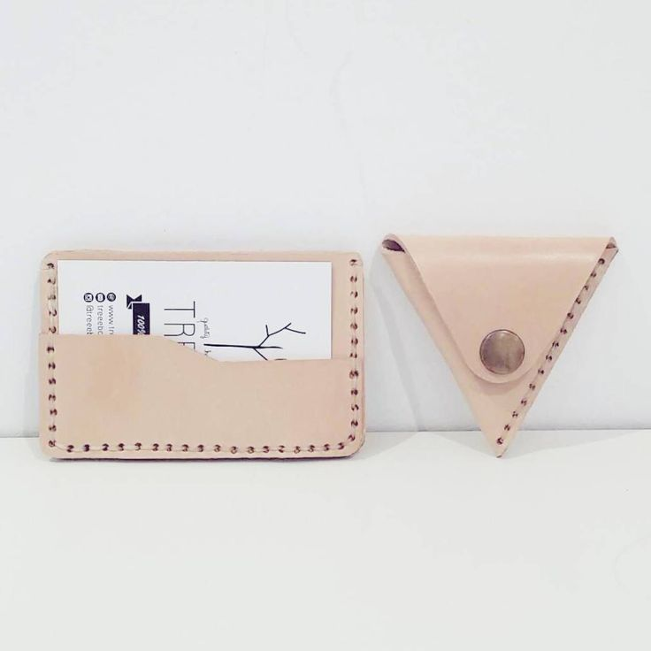 Minimal wallet. Coins wallet triangle. Natural leather.