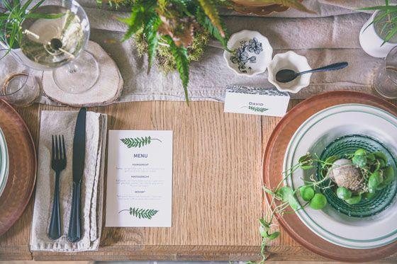 http://stijlvolletrouwkaarten.nl/menukaarten/bijzondere-menukaarten/blad-varen-rustiek-groen  #nature #wedding #menu #ferns  Fotocredit: FOTOZEE (http://fotozee.nl/)