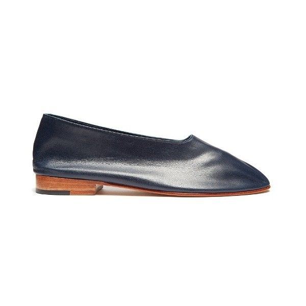 Martiniano Glove leather flats ($530) ❤ liked on Polyvore featuring shoes, flats, navy, leather flat shoes, navy flat shoes, flat shoes, navy flats and navy blue flats