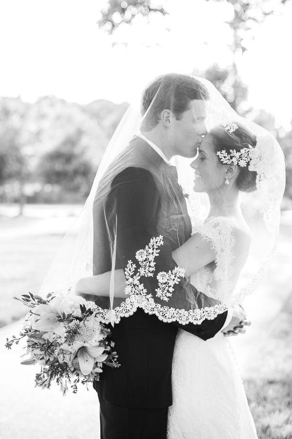 gorgeous floral lace veil   Robyn Van Dyke #wedding