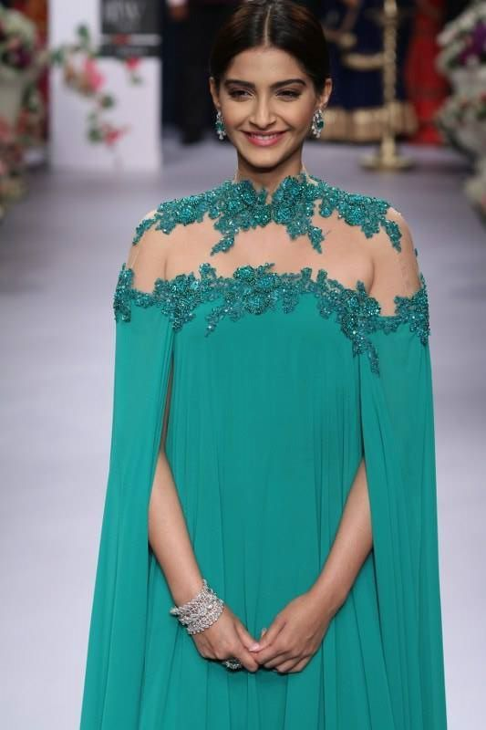 India Internation Jewelry week 2015. Sonam Kapoor, Emerald look for the opening ceremony