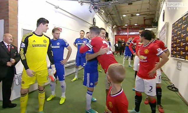 Van Persie and Fabregas share the love in the tunel
