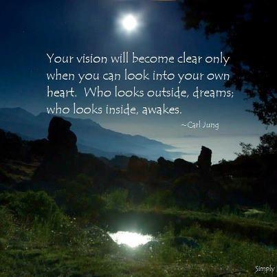「自らの心を覗く時、視野は明確となる。外を見る者はまどろみ、内を見る者は目覚めているのである」カール・グスタフ・ユング(心理学者)