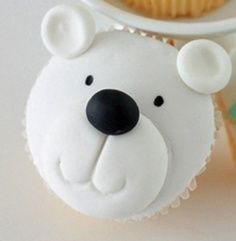 bear cupcake: Christmas Cupcakes Fondant, Bears Cakes, Cupcakes Ideas, Polar Bears, Christmas Presents, Bears Cupcakes, Christmas Decor Cupcakes, Cupcakes Cak, Cupcakes Tutorials