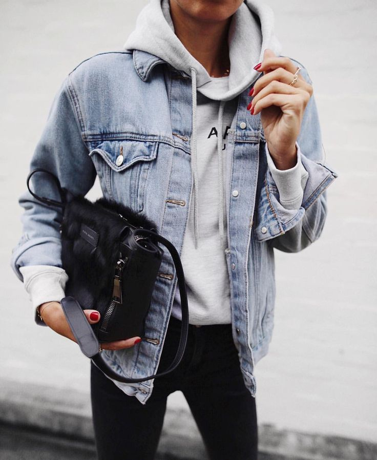 oversized denim jacket x sweatshirt x black skinnies