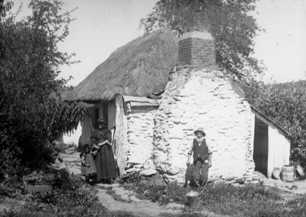 Settlers in front of their cottage, c1890