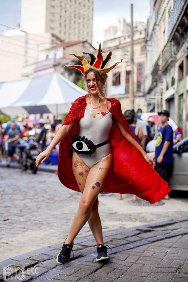O foco da Dani neste carnaval é fazer maiôs #diferentões, misturar adereços e temáticas curiosas (com nossas tattoos) e se jogar nos blocos