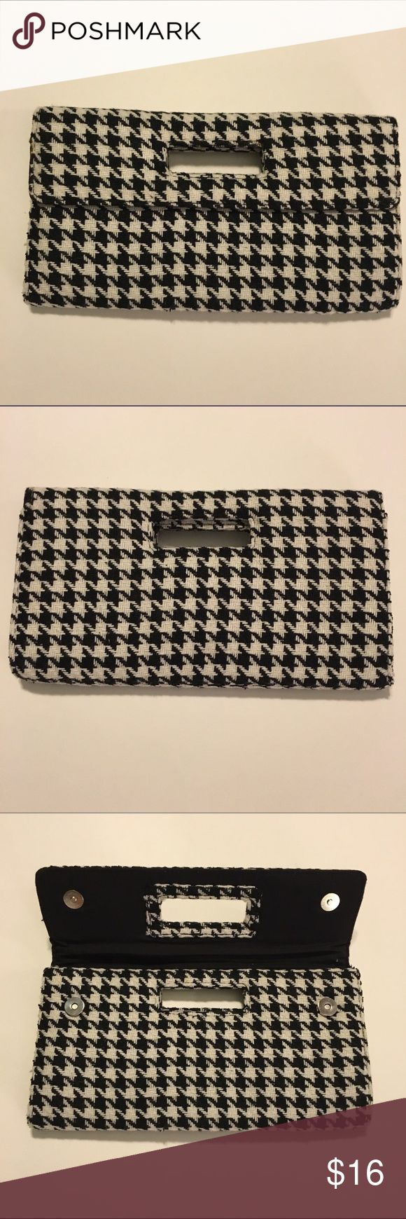 Houndstooth Clutch Houndstooth clutch in great condition! GAP Bags Clutches & Wristlets