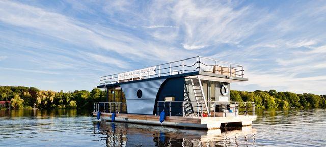 Lounge-Floß Berlin - Eventschiff - feiern auf hoher See #eventschiff #schiff #see #fluss #meer #rundfahrt #segeln #boot #privat #special #eventlocation #eventinc #yacht #yachten #design #outdoor