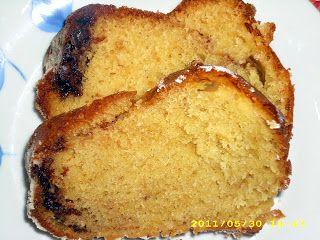 Κέικ με σιρόπι από γλυκό του κουταλιού