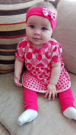 Léa, 8 mois