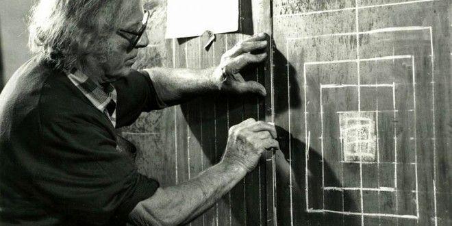 Nasce a Treviso il 16 febbraio 1910 lo scultore Toni Benetton che già da giovanissimo nell'officina dello zio inizia a lavorare il ferro.