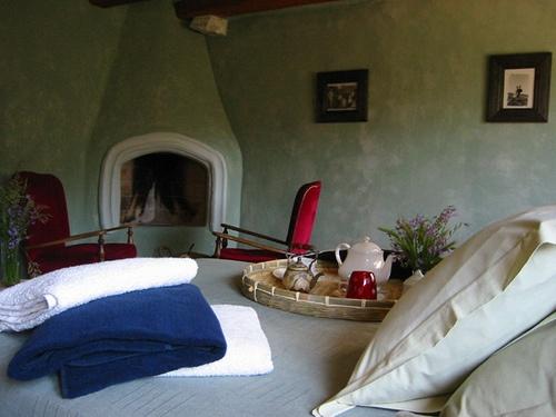 Mas els terrats, Usqueda, Girona, Cataluña  http://www.toprural.com/Casa-rural-habitaciones/Mas-Els-Terrats_20243_f.html