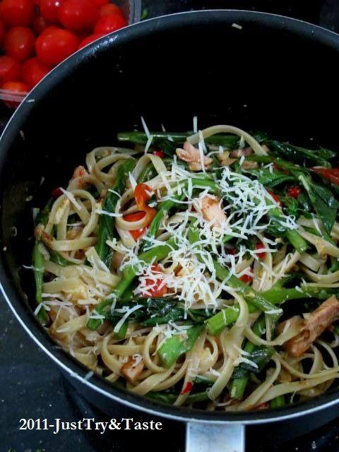 Linguini dengan Bayam Jepang, Tomat Cherry & Dada Ayam | Just Try & Taste