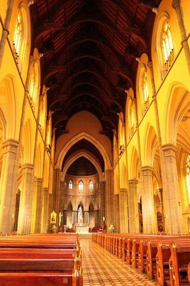 美しい聖パトリックス大聖堂の中を見学。メルボルン旅行の観光アイデア。