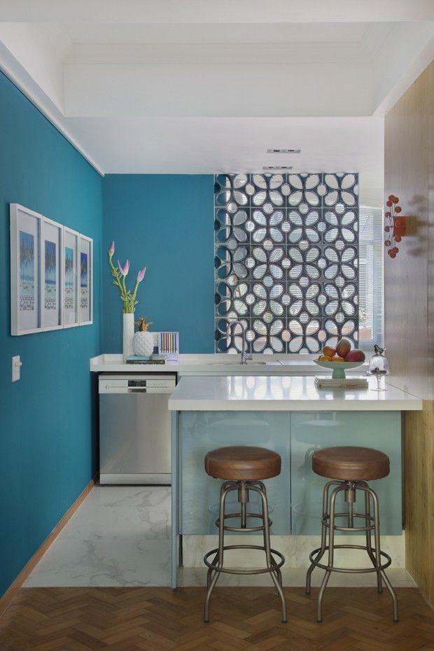cozinha-balcão-azul-cobogós (Foto: Juliano Colodeti – MCA estúdio)