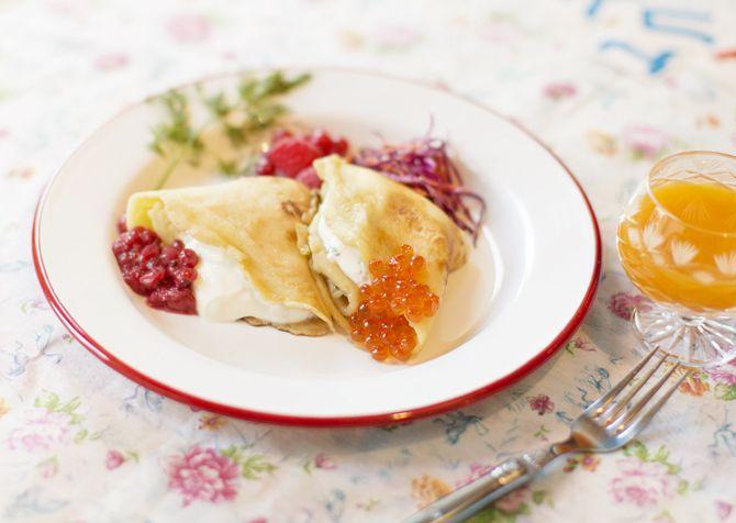 Recipe:ロシアの家庭料理 ブリヌイ(イクラ・ベリー) 材料: 〈ブリヌイの生地〉 ボウルA