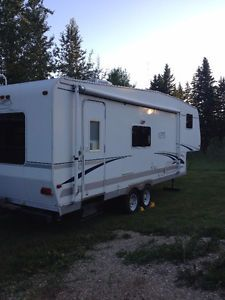 2005 27ft Fifthwheel light weight Red Deer Alberta image 1