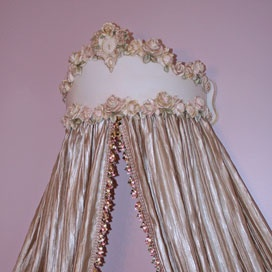 Lillian Bed Crown