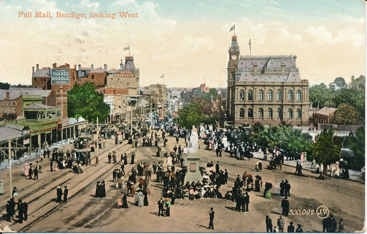 #PostcardThursdays This week's postcard from the Gold Museum is Bendigo's busy Pall Mall in the early 1900s. Why does it look particularly busy though? If you have any suggestions, let us know!  #goldmuseum   #besemerescollection   #postcardthursdays   #bendigo   #history   #pallmall   #postcard