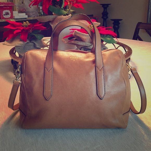 Fossil Sydney Satchel - Camel Great condition! Currently available at Fossil for $178. Very minimally used. Great size and color for an everyday bag. Fossil Bags Satchels