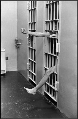 Henri Cartier-Bresson. USA. New Jersey. 1975. Prison de Leesbury. Salle de confinement.