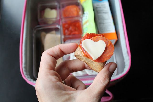 Buggie and Jellybean: Week of lunches with Applegate Day 5 {Build your own Pizza Sticks}