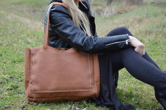 Handmade leather weekender bag with two pockets and an organiser