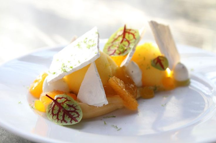 Vacherin clémentine  #dessertdujour #closerie #closeriedeslilas #williamlamagnere #clementine #corse #sorbet #meringue #vacherin #instagood #paris #chef #dessert #instafood