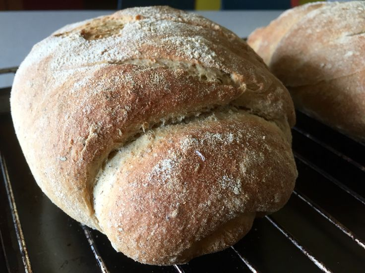 Sourdough bread of three cereals from stone mills: Integral Spelt, buckwheat and Enkir.