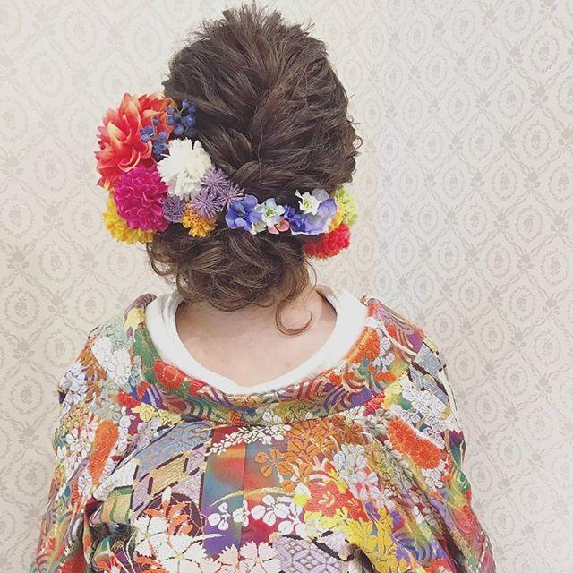 結婚式の前撮り 和装ロケーション撮影のお客様 波ウェーブをかけて 左に寄せたルーズアップ トップはざっくり編み込みを! 沢山の色が入った打掛に合わせて ヘアパーツもカラフルに! #ヘア #ヘアメイク #ヘアアレンジ #結婚式 #結婚式ヘア #サロモ #日本中のプレ花嫁さんと繋がりたい #ウェディング #バニラエミュ #セットサロン #ヘアセット #花 #成人式ヘア #プレ花嫁 #和装前撮り #前撮り #着物ヘア #2016冬婚#2017秋婚 #和装ヘア#2016秋婚 #2017春婚 #結婚準備#成人式#和髪#2017秋婚 #2017冬婚 #振袖 #hair