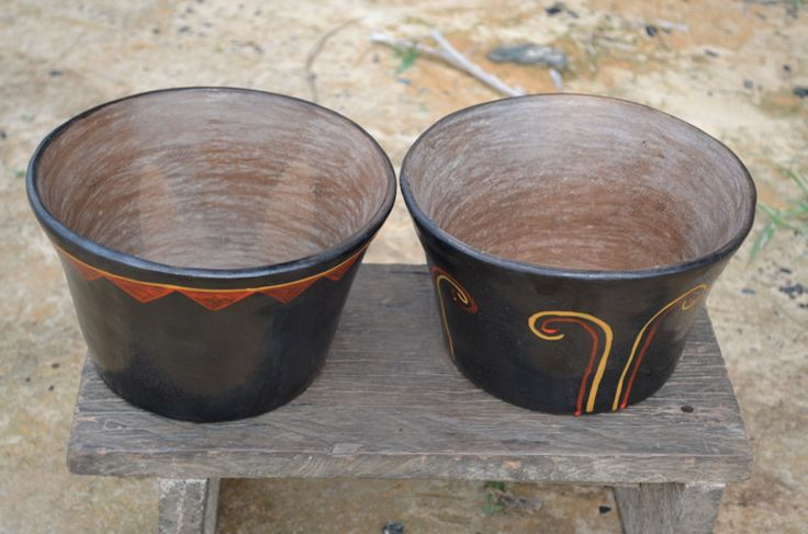 Dos materas en cerámica elaboradas por artesanos Cubeo ( Vaupés-Colombia)