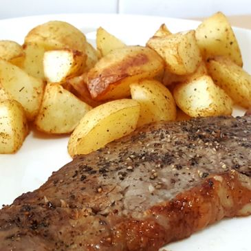 AIRFRYER STEAK WITH ROASTED POTATOES