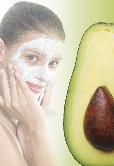 Gesichtsmaske mit Avocado - Gesichtsmasken selbermachen: 10 Rezepte für tolle Haut - Guacamole für die Haut? Ja, denn Avocados sind ein natürlicher und gleichzeitig optimal verträglicher Wirkstoff-Cocktail für Ihre Haut! Frische Früchte sind reich an ungesättigten Fettsäuren, die trockener Haut gut tun...