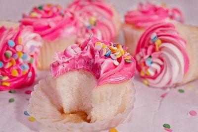 cute cupcakes via All Things Girly & Beautiful: Pink Summer, Pink Yummy, Food Porn, Birthday Cupcakes, Rainbows Cupcakes, Pink Cupcakes, Summer Treats, Cupcakes Rosa-Choqu, Food Cakes