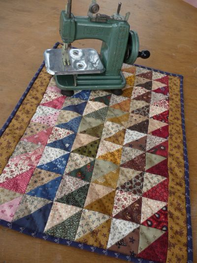 Strippy triangles: Sewing, Quilting Ideas, Mini Small Doll Quilts, Mini Quilts, Triangles, Miniature Quilts, Quilts Half, Doll Things, Quilting Thing