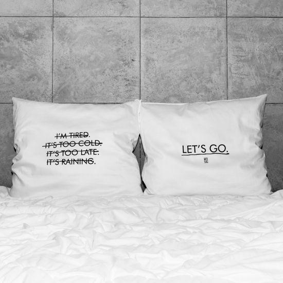 słowa, które odmienią każde wnętrze! białe, gładkie poszewki z zakładką 20 cm, 2 szt.100% bawełna (satynowana) dostępne wymiary: 80x70 cm, 60x50 cm prać ręcznie na lewej stronie maks. temp. 30°C seria: DAILINESS #whiteplace #whiteplacepl #pillow #poszewka #dekoracja #prezent #gift #letsgo