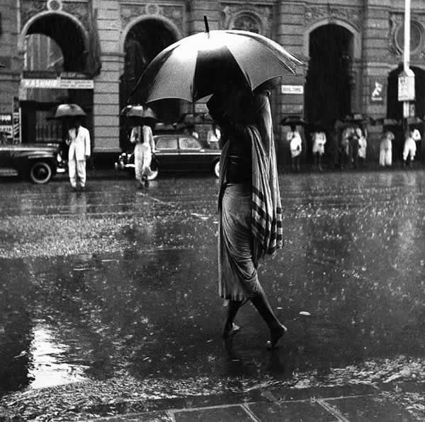 Coolie Woman during Monsoon, 1948 - Old And Vintage Photographs Of Mumbai Bombay  Best of Web Shrine