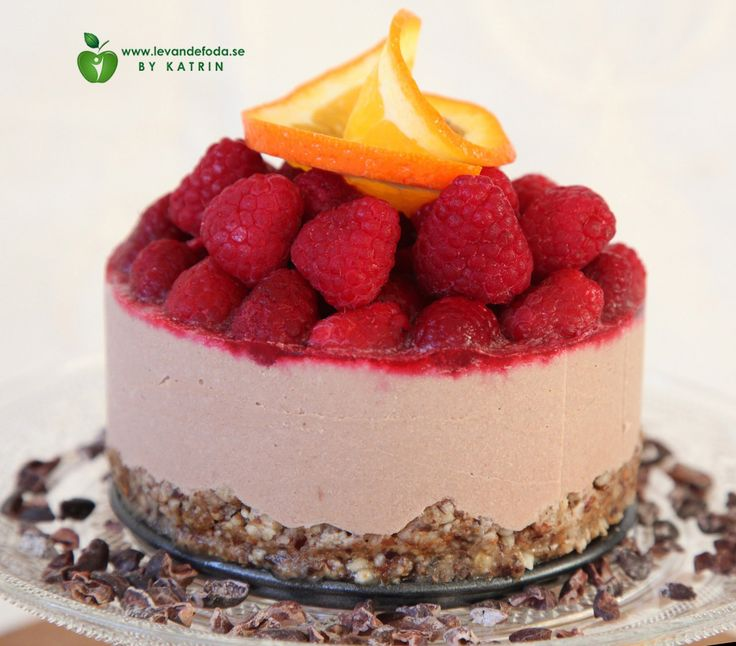 Raw food chocolate cheesecake