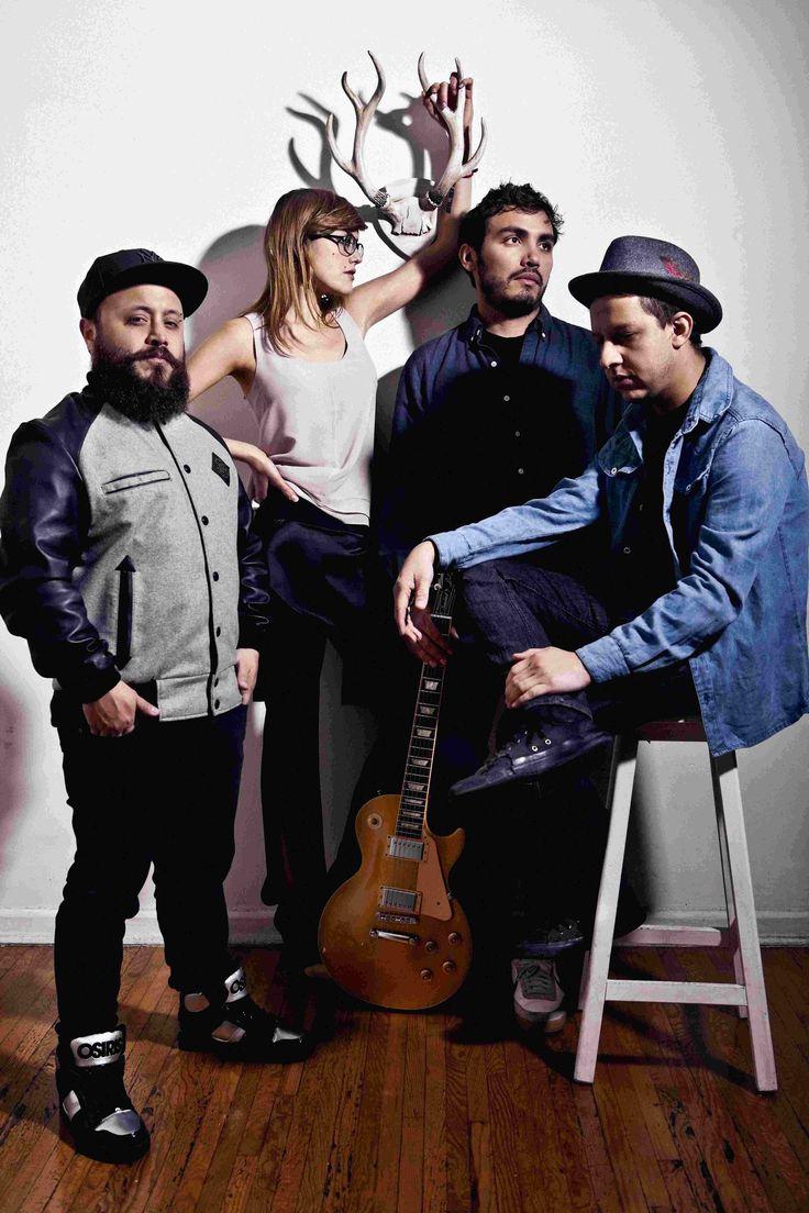 """Como parte de los festejos por sus primeros 10 años de carrera, la banda mexicana de rock alternativo, Hello Seahorse! se presentará en El Plaza Condesa. Este concierto servirá para presentar en vivo y por primera vez los temas de su nuevo álbum titulado """"Entretanto"""", entérate en café y cabaret."""