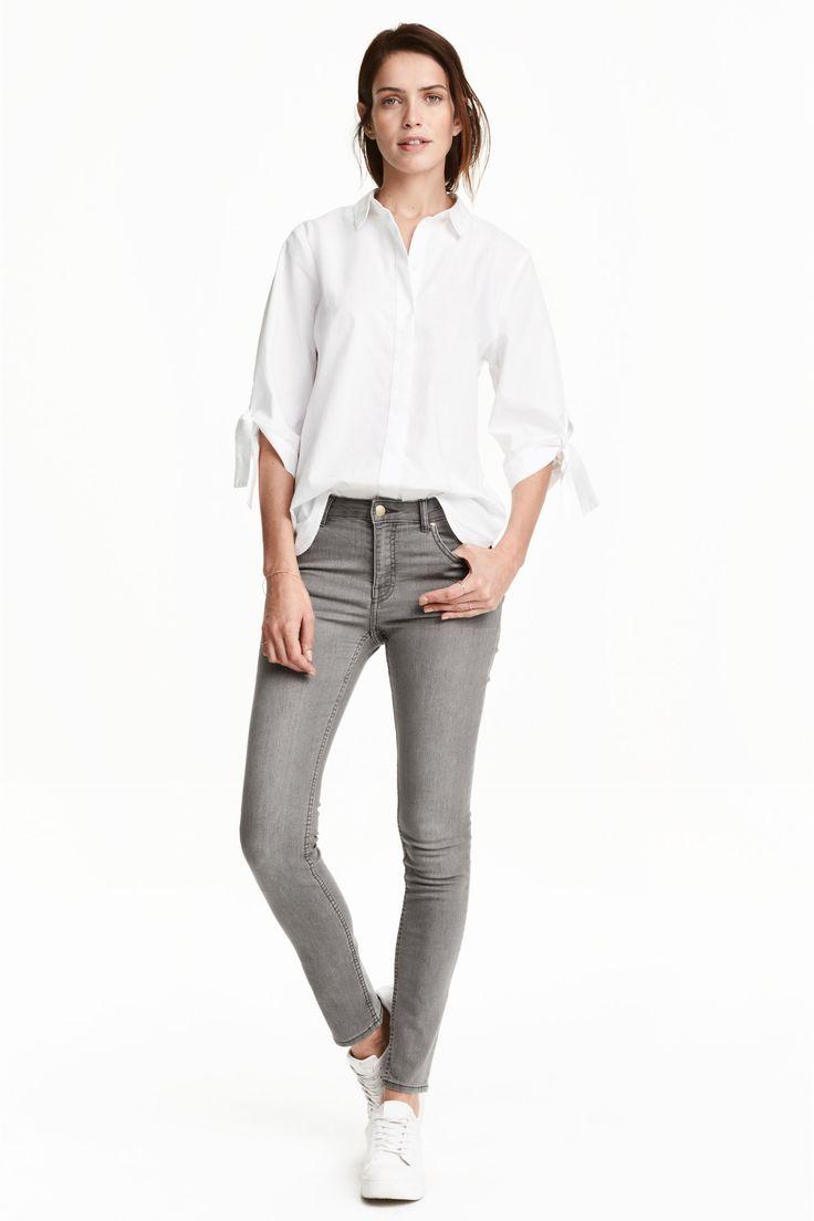 Superstretchhose: 5-Pocket-Hose aus superstretchigem, gewaschenem Twill. Modell mit schmalem Bein und normaler Bundhöhe.